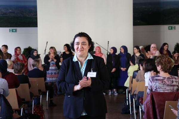 Foto von Frau Akcay, der Vorsitzenden von BENGI e.V.